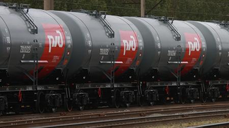 Перевозки грузов по железным дорогам в РФ в 2015 году сократились на 3,3%