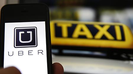 Uber обязал водителей такси в Москве получать лицензию