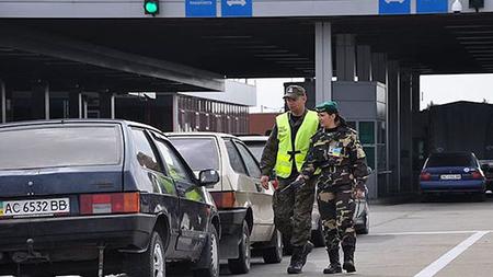 В пунктах пропуска на западной границе Украины в очередях стоят более тысячи автомобилей