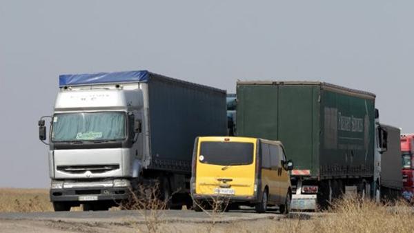 В Раде зарегистрировали два законопроекта о защите дорог от перегруженных фур