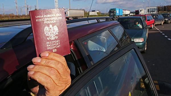 На границе Беларуси с Россией не пропускают поляков, чехов и литовцев — они вынуждены отправляться в объезд