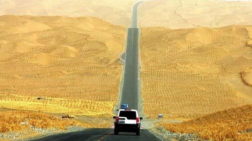 В Китае построена самая длинная в мире дорога через пустыню