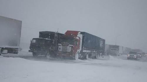 Для фур закрыли 100-километровый участок трассы Р-258 Байкал в Забайкалье из-за метели