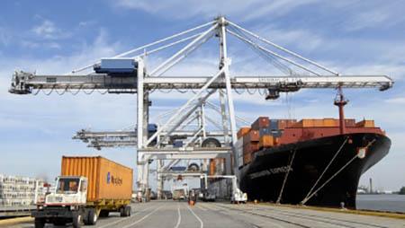 Основная доля грузов из морских портов России перевозится автомобильным транспортом