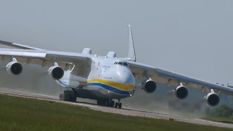 В аэропорту Лейпцига загорелся крупнейший в мире самолет Ан-225