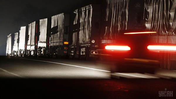 Украина: Дальнобойщиков предлагают штрафовать за использование летней резины зимой