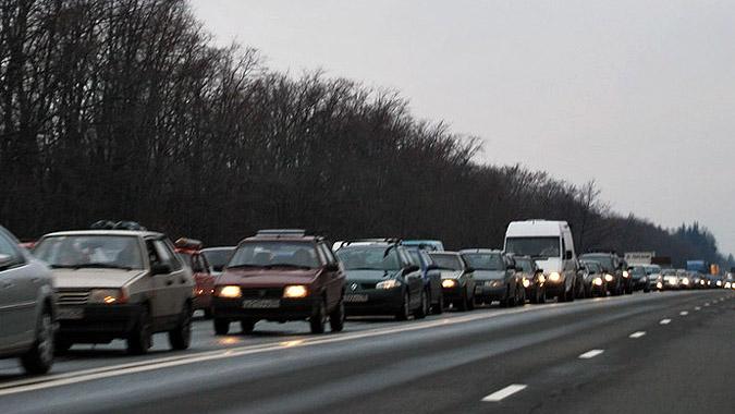 Водителям на участках трассы Минск-Гродно рекомендуют ездить с включенным светом фар