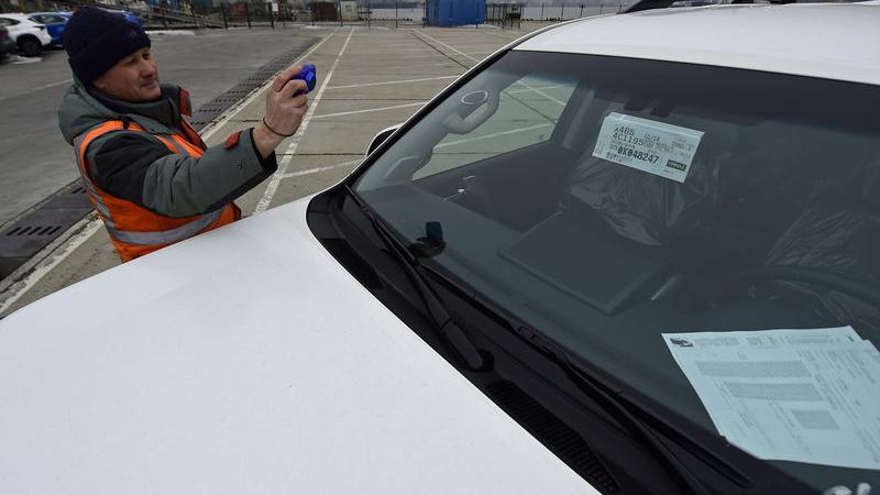 Дмитрий Медведев поручил решить проблему с установкой ЭРА-ГЛОНАСС на подержанных авто