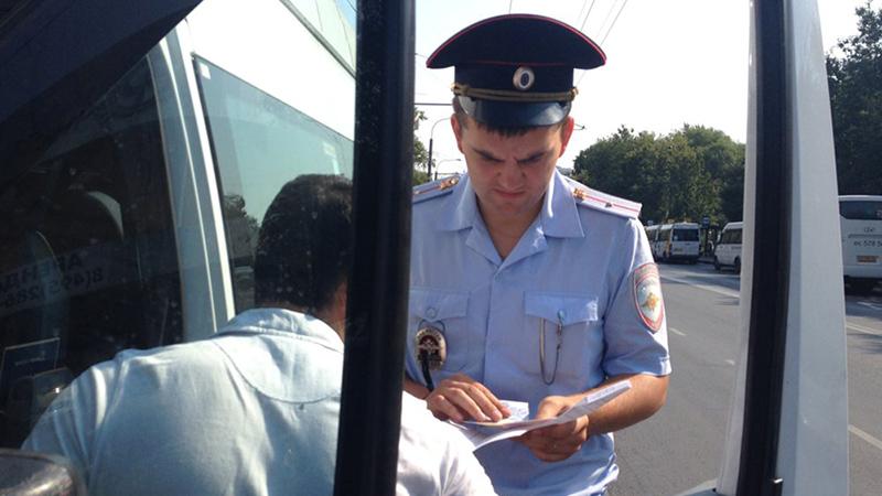 С 1 июля водители с иностранными правами лишатся работы в России