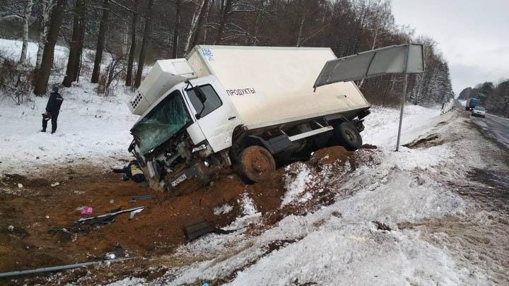 В Минской области водитель грузовика уснул за рулем и погиб в ДТП