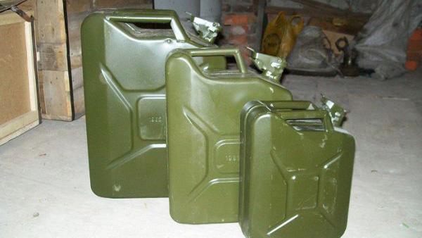 В Старых Дорогах депутат районного совета заправил в личное авто 1700 литров топлива за счет бюджета