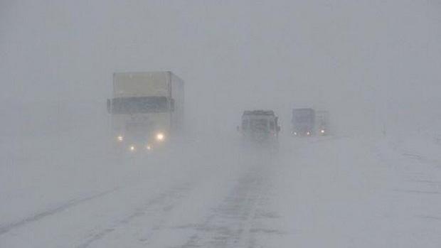 Дороги Беларуси может занести во вторник и среду. Синоптики объявили оранжевый уровень опасности.
