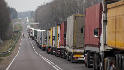 Польша ограничит ввоз топлива в баке автомобиля до 200 литров