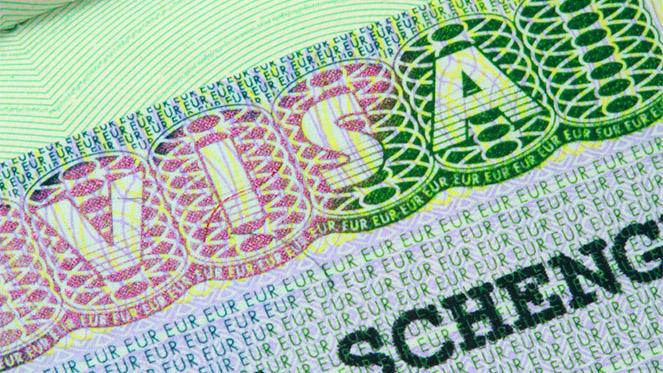 Шенгенская виза для белорусов может не подорожать до 80 евро, а подешеветь до 35