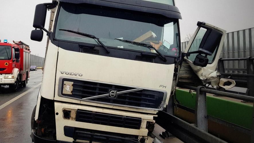 Белорусский дальнобойщик насмерть разбился в ДТП при падении с автострады в Польше