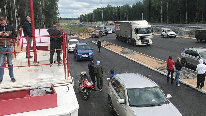 Бензиновый коллапс: в РФ водители застряли по дороге в Санкт-Петербург