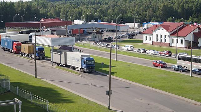Гродненская региональная таможня рассказала о причинах очередей из фур на литовском направлении