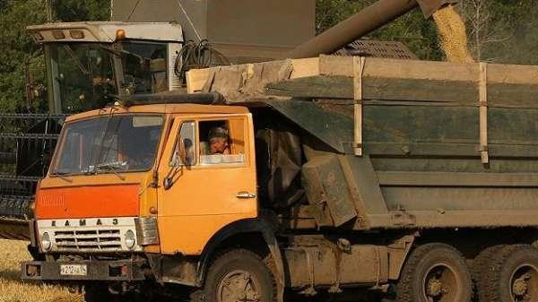 В России массово штрафуют водителей зерновозов за изменения в конструкции транспорта