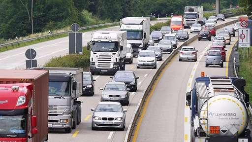 В ближайшие недели правительство отвяжет дорожный сбор от техосмотра