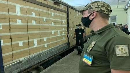 В Черноморском морском порту нашли рекордную партию нелегальных табачных изделий