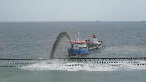 В украинском порту начались работы по углублению дна