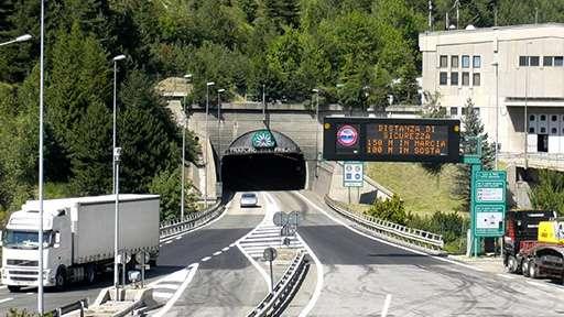 Ограничения въезда для грузовиков в тоннеле Франции