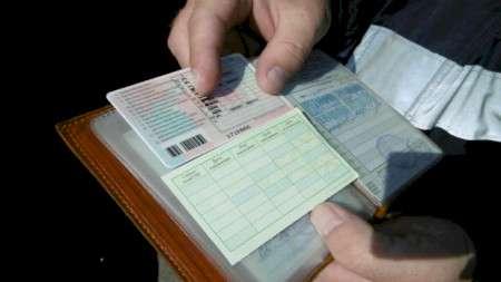 Дальнобойщик изБеларуси предъявил литовским пограничникам поддельные «права»