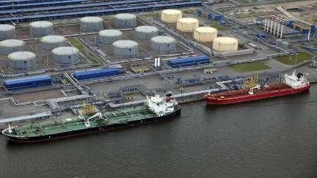 Беларусь планирует начать экспорт нефти через российские порты уже в2021 году