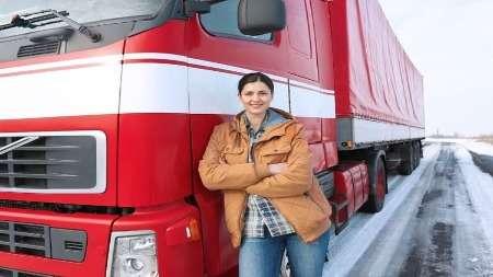 Россиянки теперь могут водить фуры, ноони пока неторопятся стать дальнобойщиками