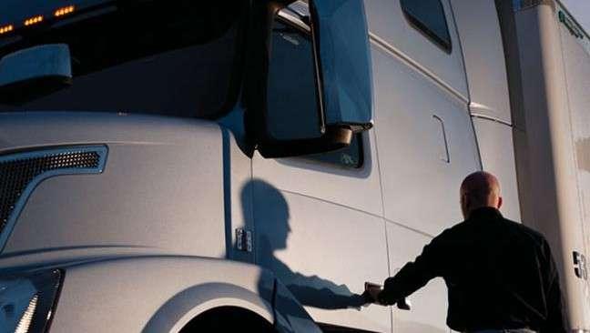 В Британии из-за рекордного дефицита дальнобойщиков предлагают задействовать для перевозок армию