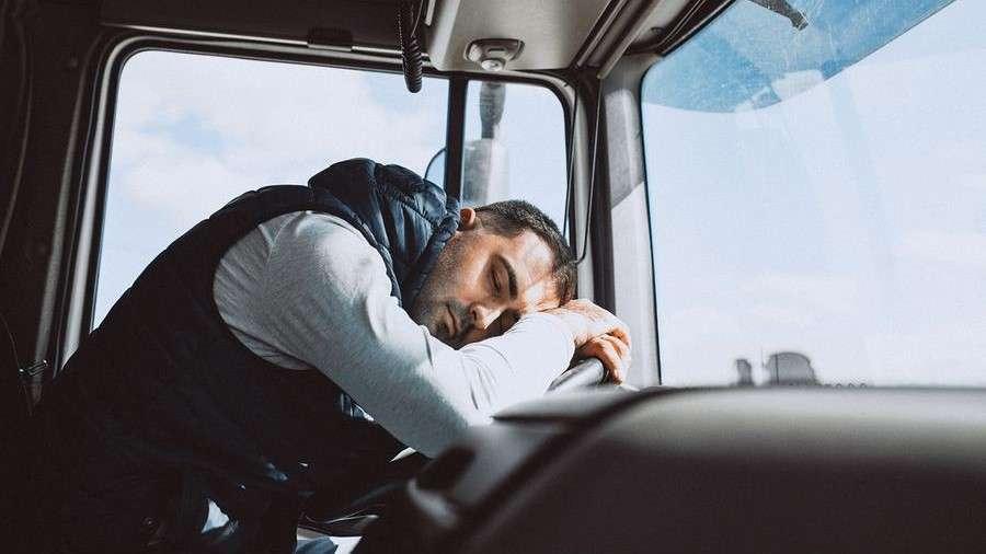 Эксперты оценили систему «Антисон» ипредложили отвязать зарплаты водителей откилометража